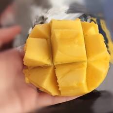漂亮吃芒果