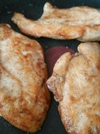 香煎滑嫩鸡胸肉的做法