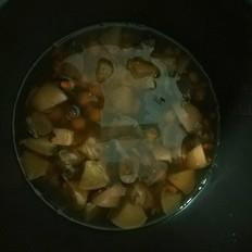 莲子红枣炖雪梨