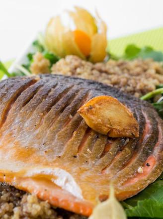 三文鱼藜麦沙拉的做法