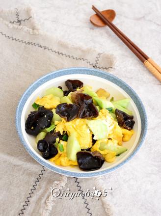 鸡蛋黄瓜炒木耳的做法