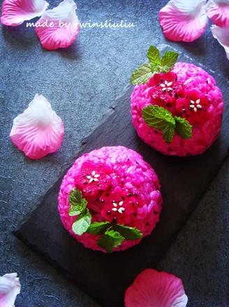 火龙果花样饭团的做法