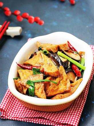 香菇烧豆腐角的做法