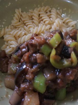 茄丁肉酱西红柿青椒意面的做法