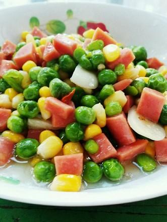 火腿肠炒豌豆玉米粒的做法