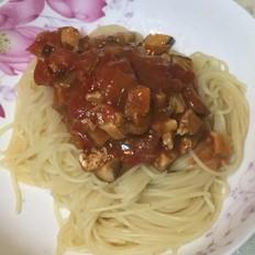 茄汁蘑菇肉酱意面
