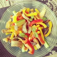 彩椒三文鱼皮沙拉