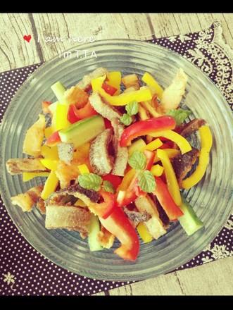 彩椒三文鱼皮沙拉的做法