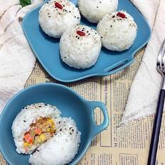 金枪鱼肉松饭团