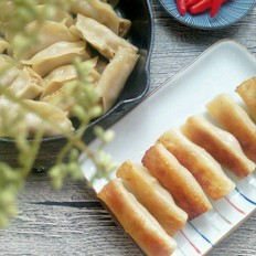 辣椒怎么做辣椒酱瘦肉葱白锅贴的做法