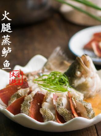 火腿蒸鲈鱼的做法