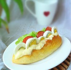 玉米沙拉酱热狗包