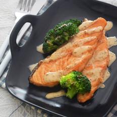 焙煎芝麻三文鱼丘比沙拉汁