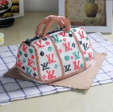 水蛇怎么做女人都爱——LV包包蛋糕的做法