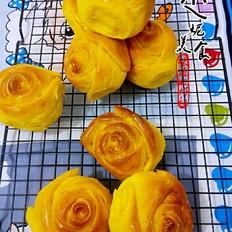 怎么做水晶饺子皮南瓜玫瑰面包的做法