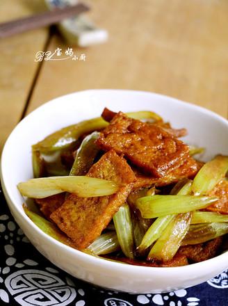 芹菜炒豆腐的做法