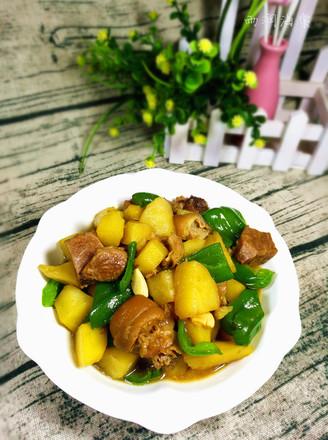 肘子肉燉土豆青椒的做法