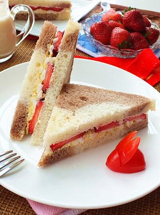 草莓蛋泥三明治的做法