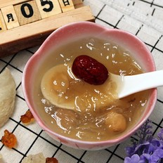 燕窝+桃胶皂角米炖银耳汤