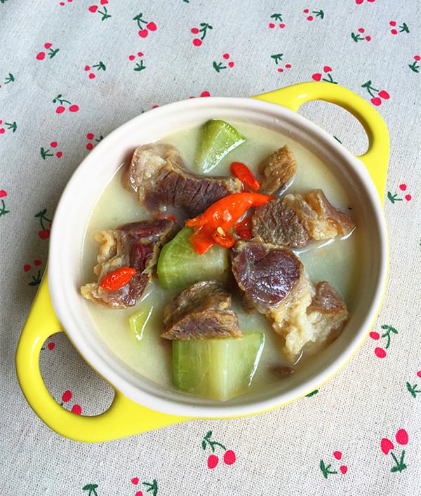 蘿卜燉臘豬蹄肉成品圖
