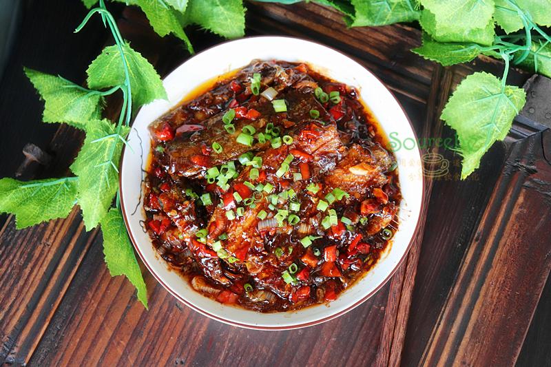 这鱼肉多刺少,肥嫩鲜美,最适合做红烧,色泽光亮,又鲜又香!