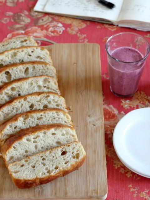 家有老外,来一份纯正的西式早餐,这面包好似葱花卷,又像发糕