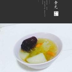 银耳红枣雪梨汤