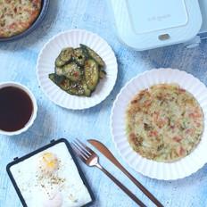 圆白菜培根煎饼配黑胡椒煎蛋