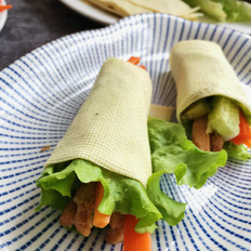 豆皮生菜鸡肉卷