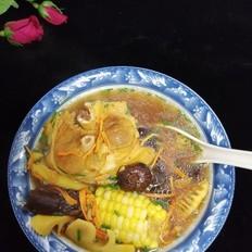 虫草花黑蒜骨头汤
