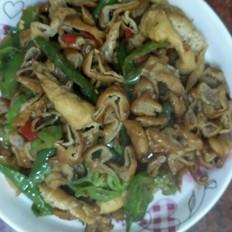 辣椒油豆腐炒腊肥肠