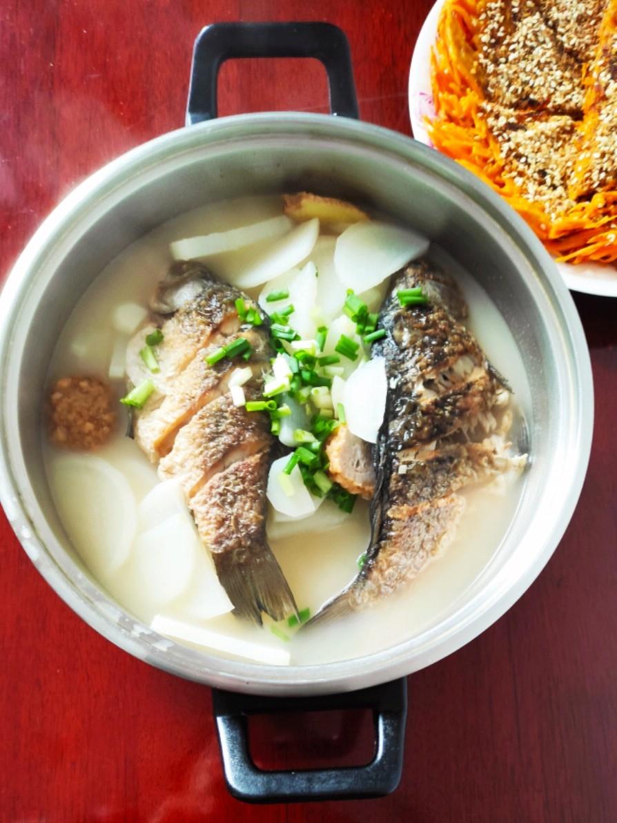 超鲜超美味的鲫鱼萝卜汤