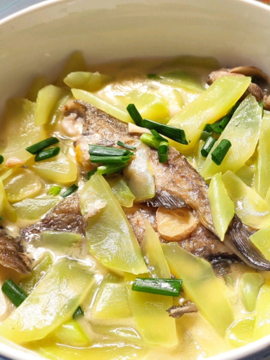 用莴苣代替豆腐炖黄骨鱼居然更好吃