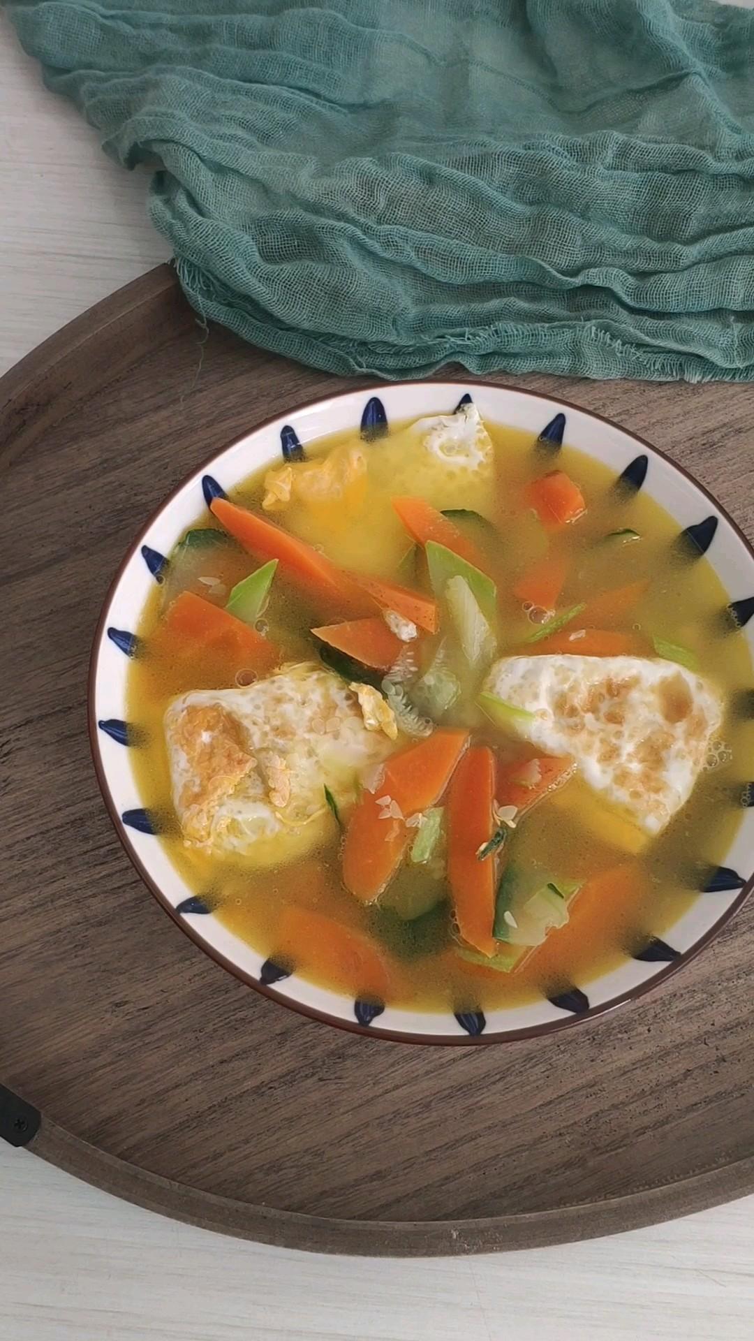 鸡蛋杂菜汤