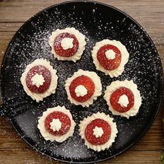 草莓圣诞帽布朗尼|太阳猫早餐