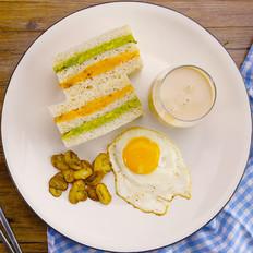 番薯牛油果三明治与乌龙奶茶|太阳猫早餐