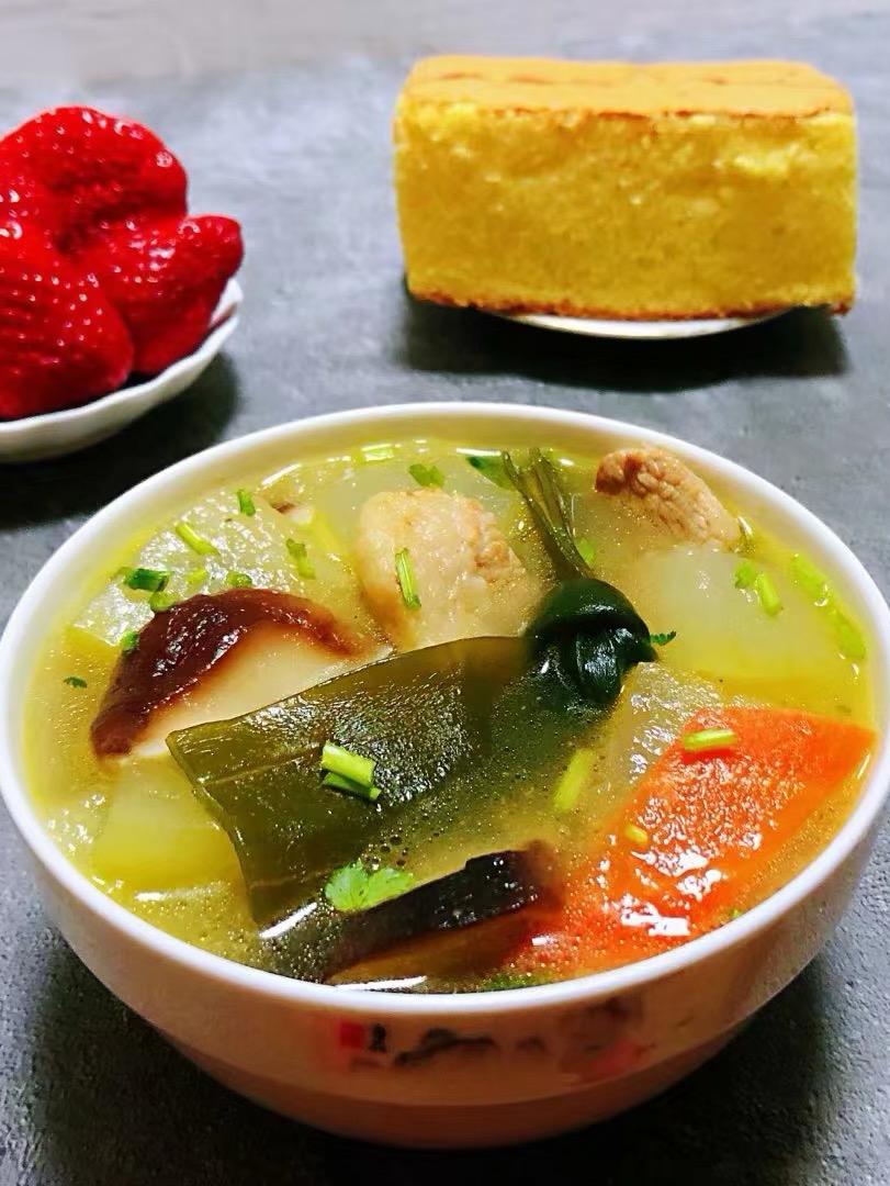 #美食杰夜宵挑战赛#海带冬瓜香菇鲜肉汤