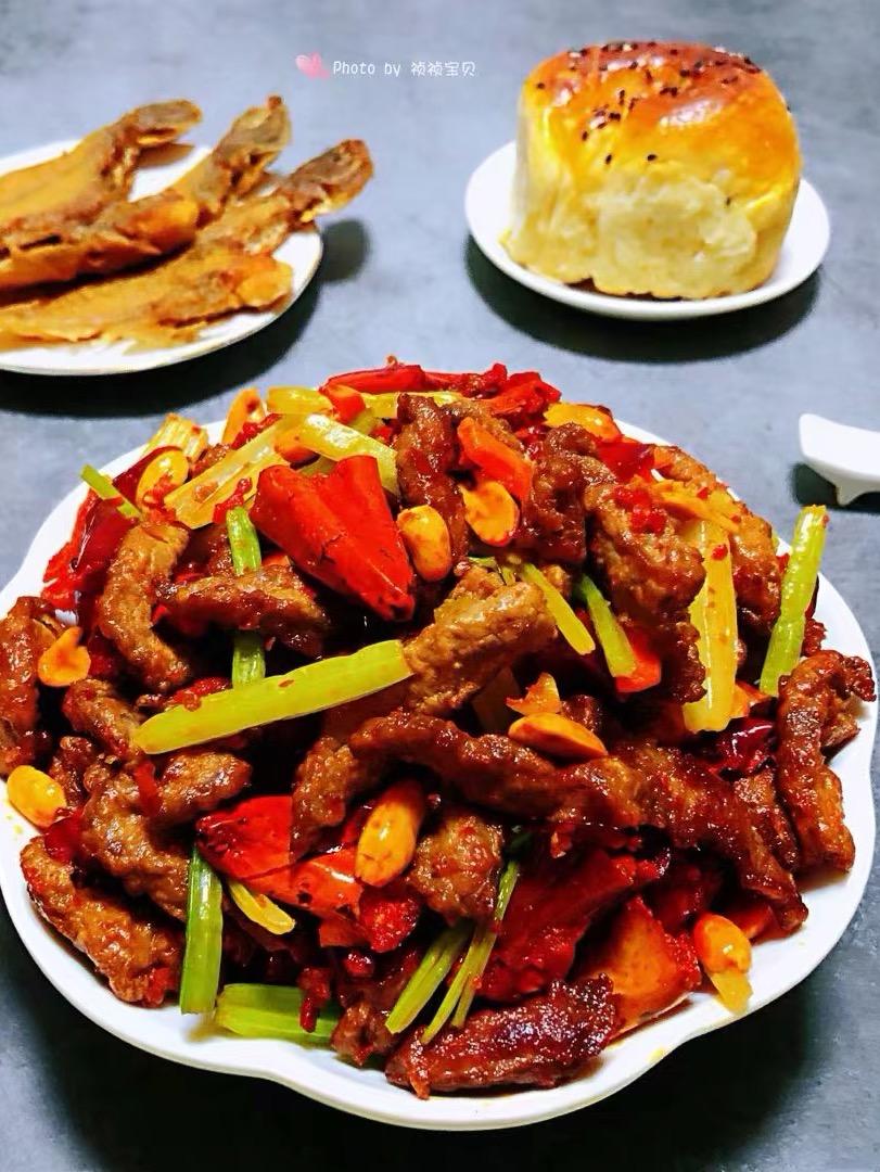香酥牛肉炒芹菜