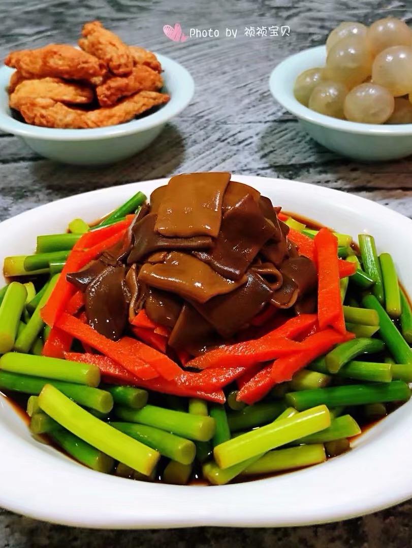 海肠拌蒜苔胡萝卜