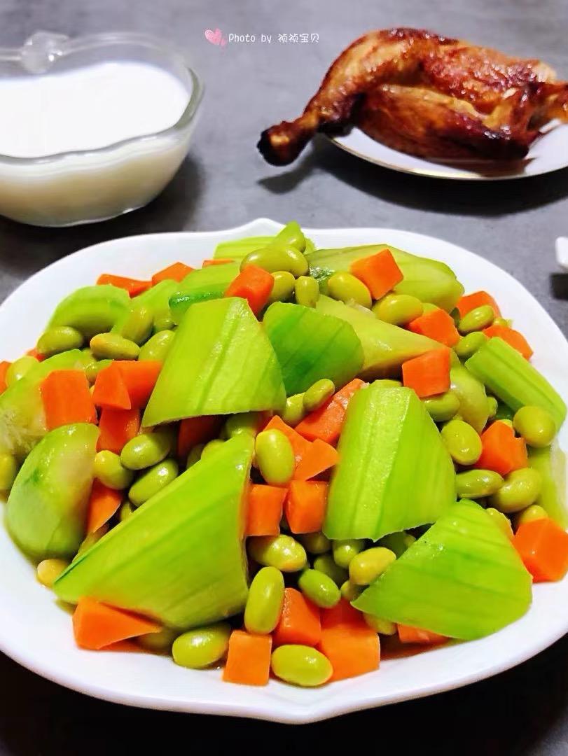 丝瓜炒毛豆胡萝卜