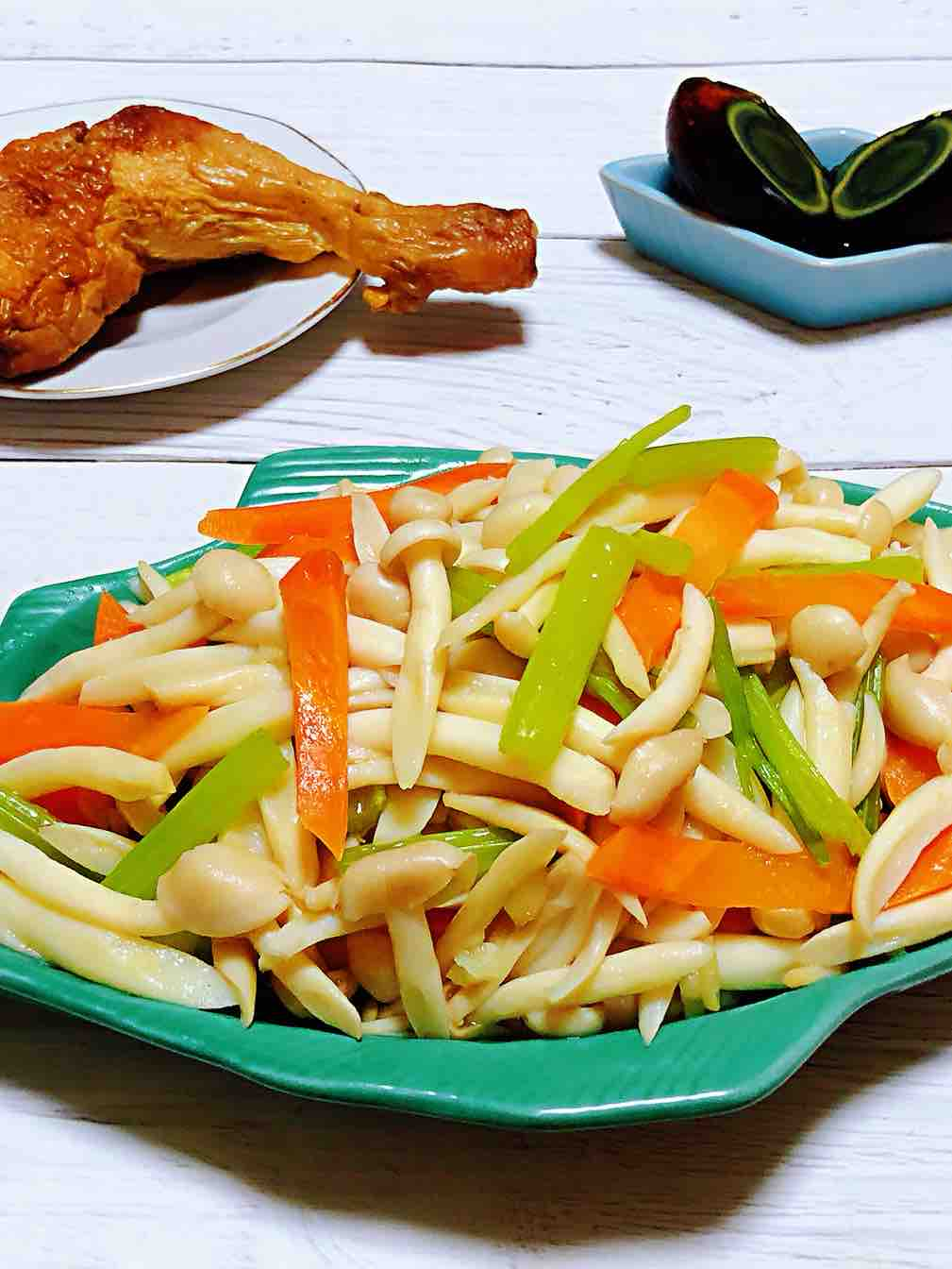 芹菜胡萝卜炒白玉菇
