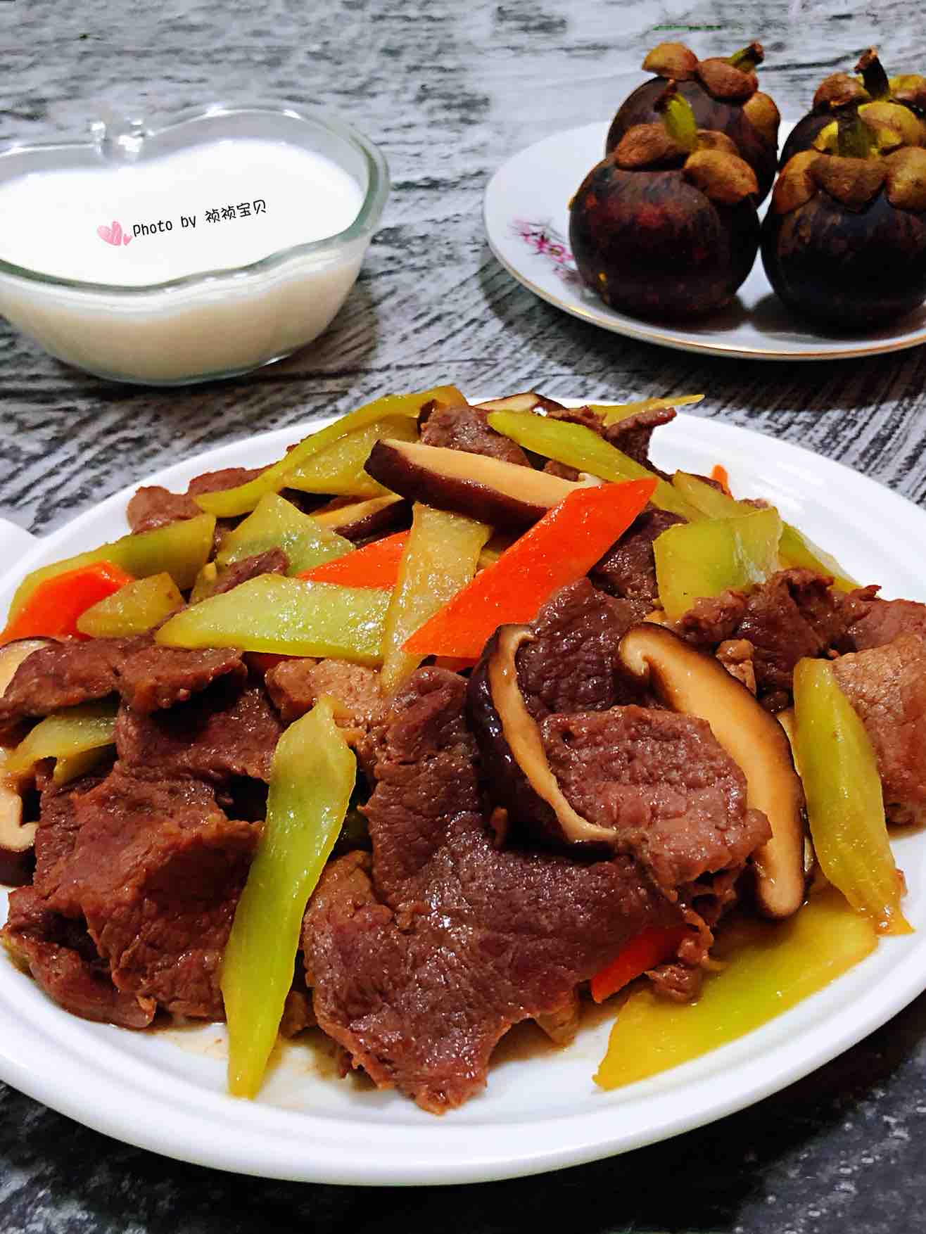 莴笋香菇炒牛肉片