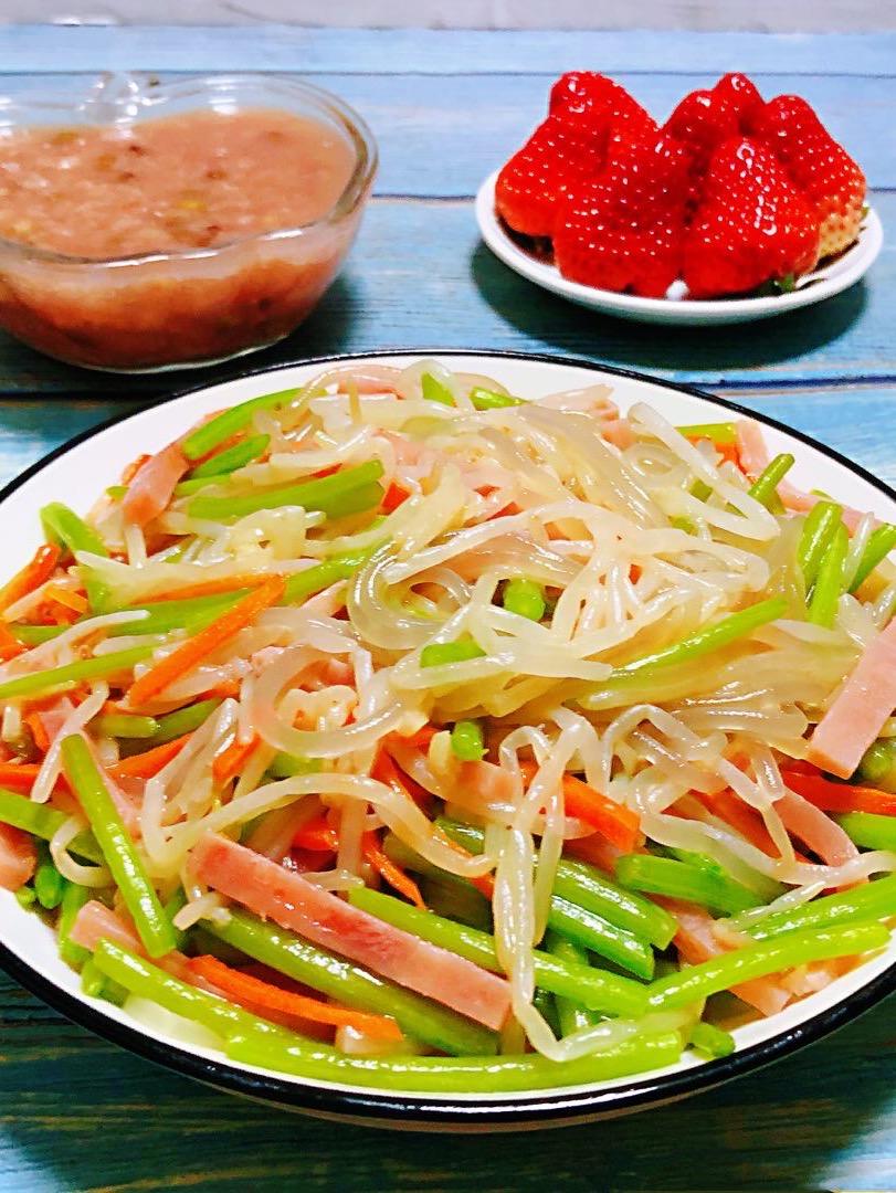 豆芽茼蒿火腿炒粉条