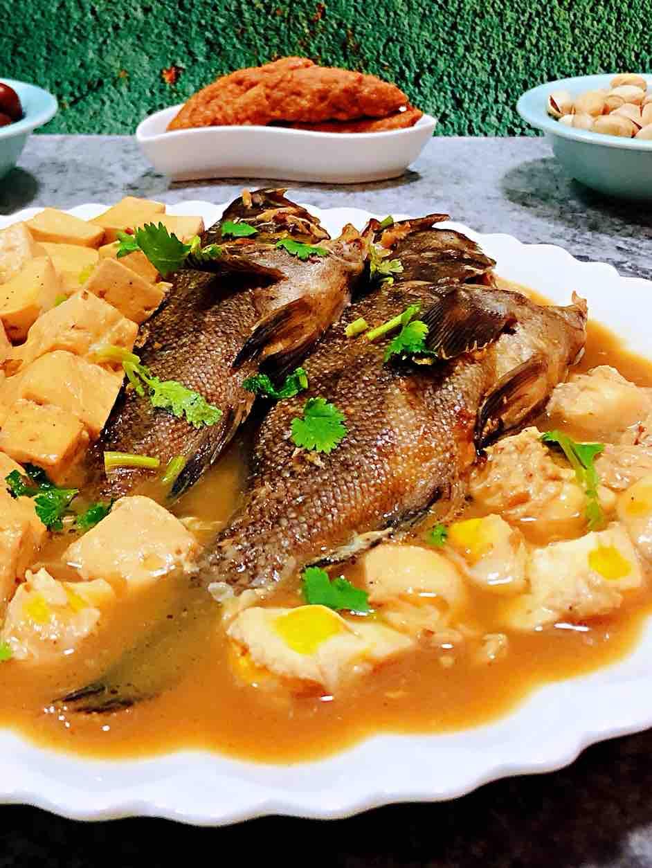 鹌鹑蛋豆腐炖黑鱼