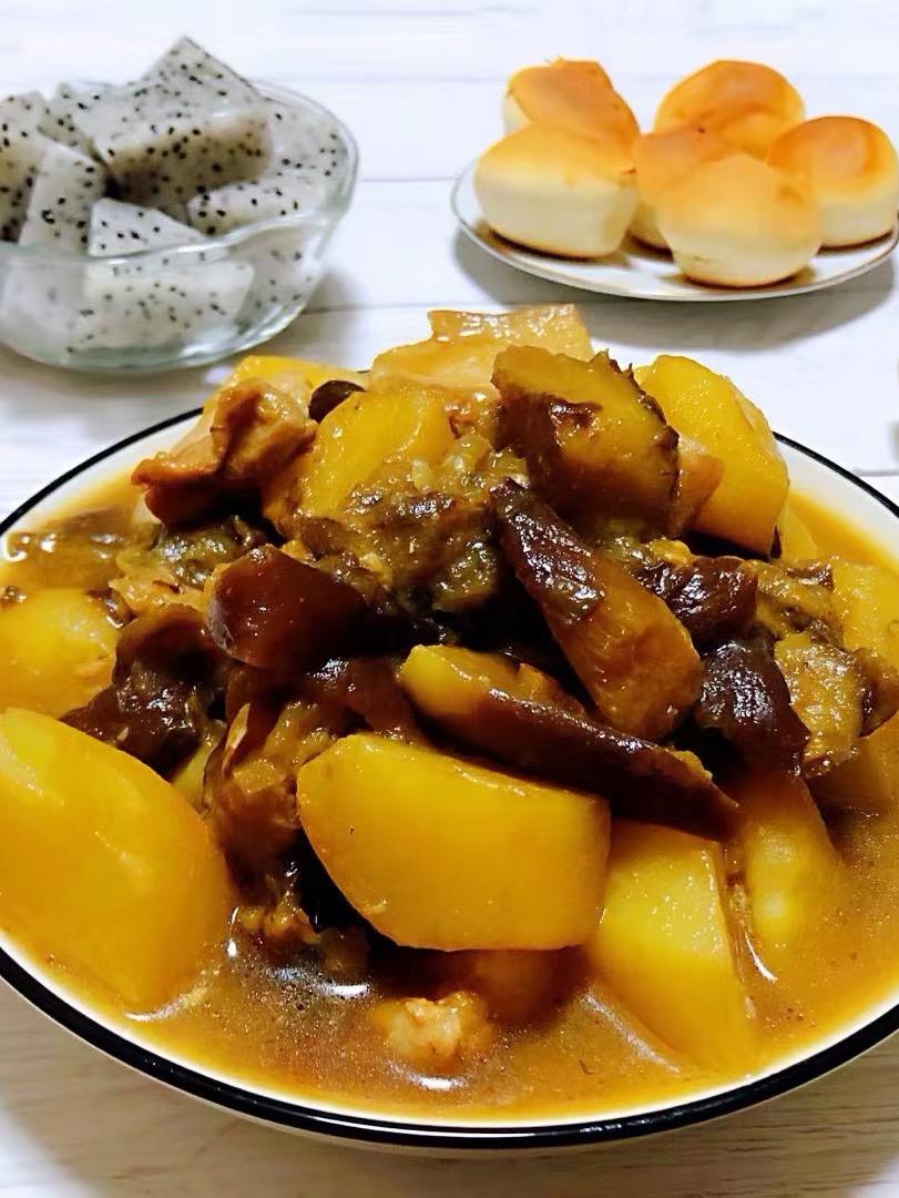 土豆茄子炖五花肉