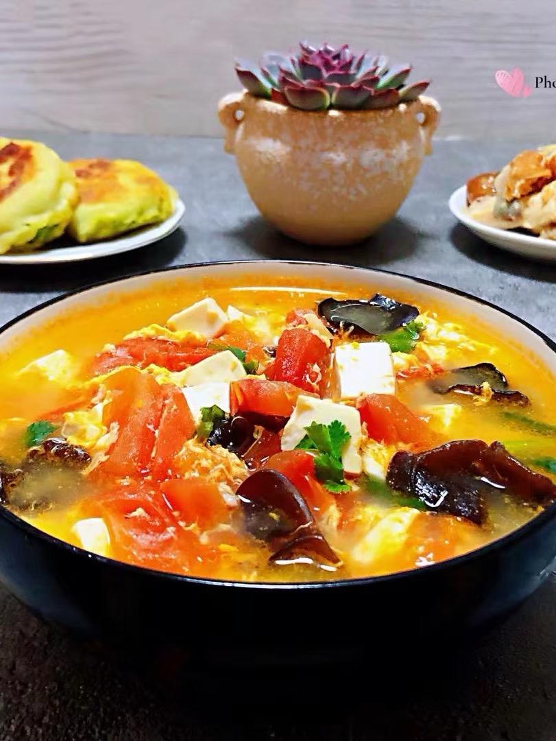 西红柿豆腐木耳蛋花汤