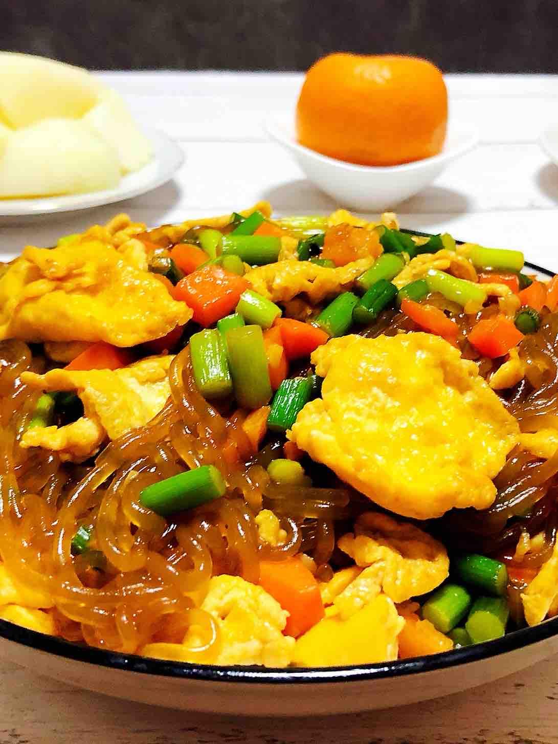 蒜苔胡萝卜鸡蛋炒粉