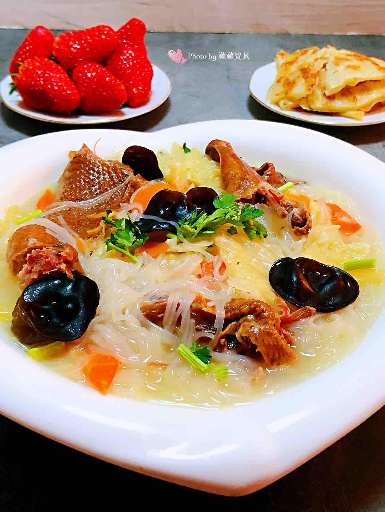 白菜腊鹅木耳粉丝汤