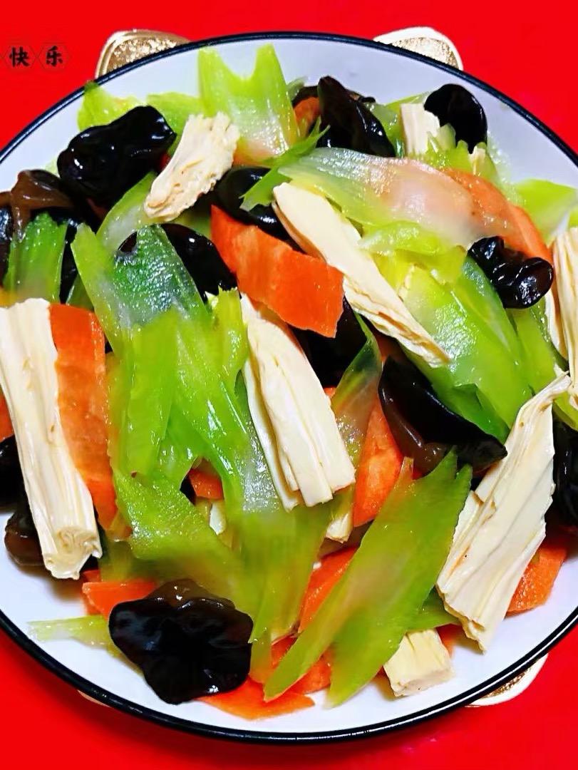 芹菜胡萝卜木耳拌腐竹