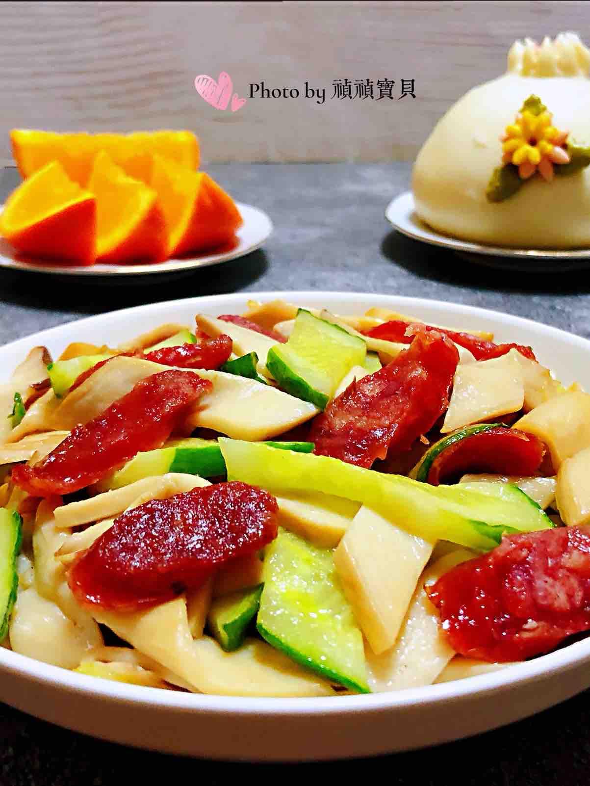 腊肠黄瓜炒杏鲍菇